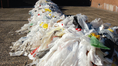 US Retail Giants Convene to Reinvent the Plastic Retail Bag