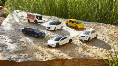 Mattel Unveils First-of-its-Kind, CarbonNeutral® Matchbox® Tesla Roadster Die-cast Vehicle Made from 99% Recycled Materials to Serve as Brand Blueprint
