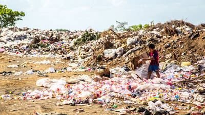 How Companies 'Seeing Goldmines in Landfills' Are Refashioning Textiles