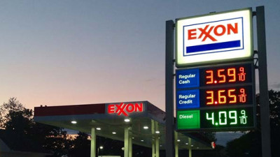 ExxonMobil, Chevron Face Shareholder Pressure to Address Risk, Adopt New Reporting Metric