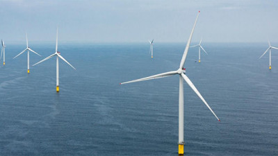 UK Sails Ahead with Offshore Wind Power