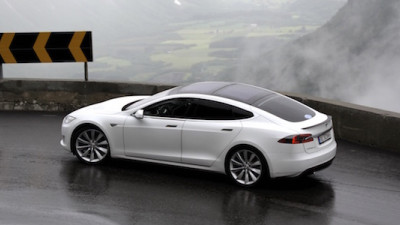 Report: EVs Will Make Up Half of Luxury Car Market by 2020