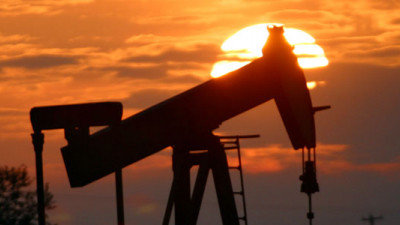 Exxon Mobil, Chevron Pressed by Investors on Low-Carbon Strategies, Carbon Asset Risk