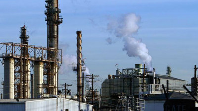 CA Business Leaders Call For Oil Industry to Comply with CO2 Law